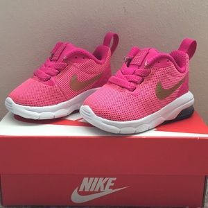 Nike infant Air Max Motion 2c New